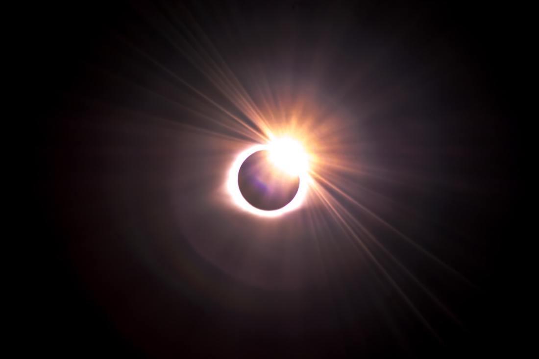 justin-dickey-eclipse photoPH-kgbHTjgU-unsplash